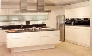 l küche mit kochinsel chestha k 252 che k 252 cheninsel idee kleine