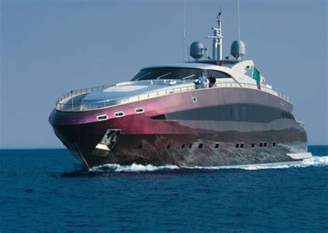 marche di ladari moderni banda di ladri di yacht di lusso arrestata in manette