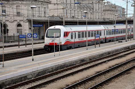 meteo porto s elpidio suicida sotto un treno a porto sant elpidio marche ansa it