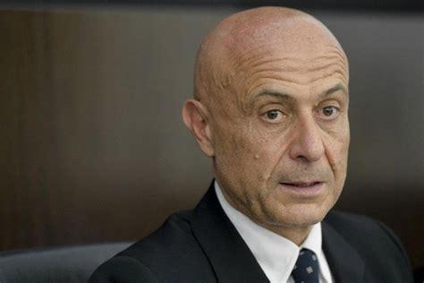 ministro degli interni governo gentiloni il calabrese marco minniti ministro