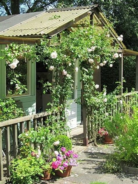 elements to use a garden shed that looks like a