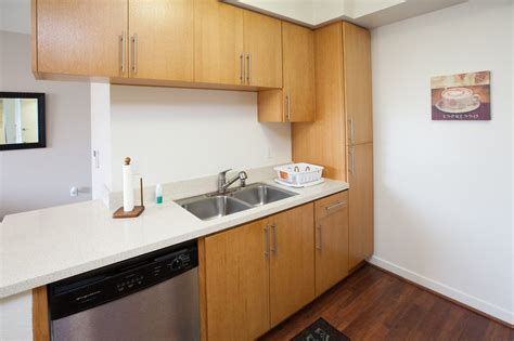 baltimore  bedroom furnished apartment  downtown great location updated  baltimore