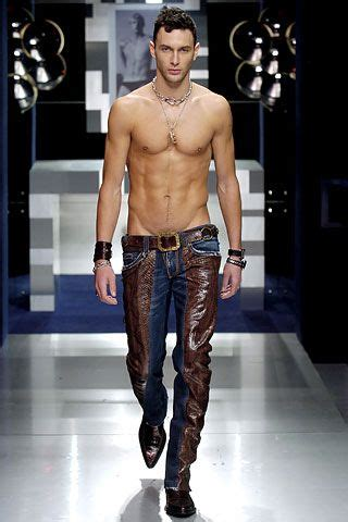 noah mills taille noah mills looking a little edgier here leather and no