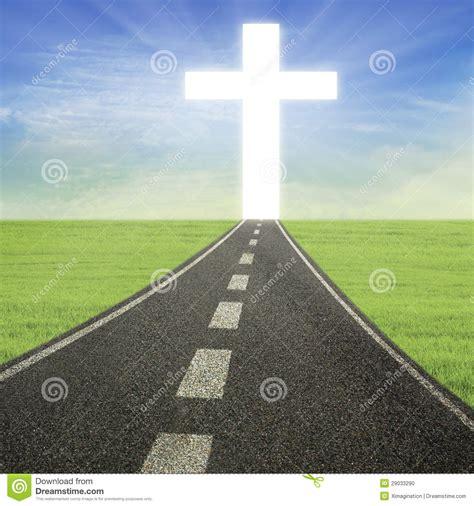 el camino con una cruz brillante en el camino foto de archivo imagen 29033290
