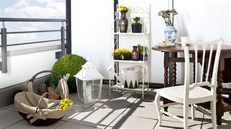 muebles para balcon muebles de balc 243 n elegancia al exterior westwing