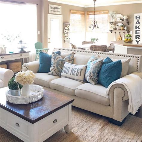 Farmhouse Style Couches by 45 Comfy Farmhouse Living Room Designs To Digsdigs