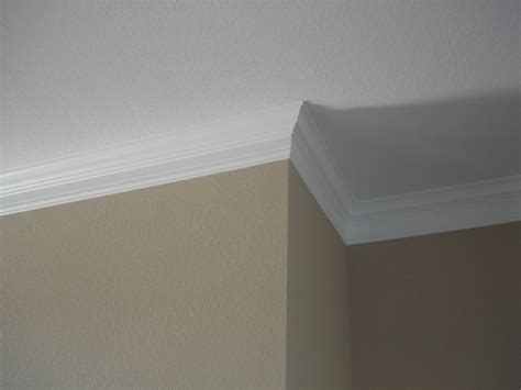 Cutting Crown Molding How To Cut A 90 Degree Angle On Crown Molding Ehow Uk