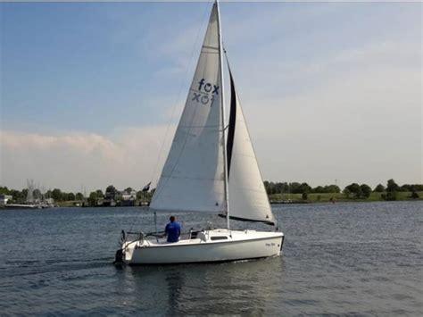 snelle kajuitzeilboot zeilboot of sloep huren in sneek