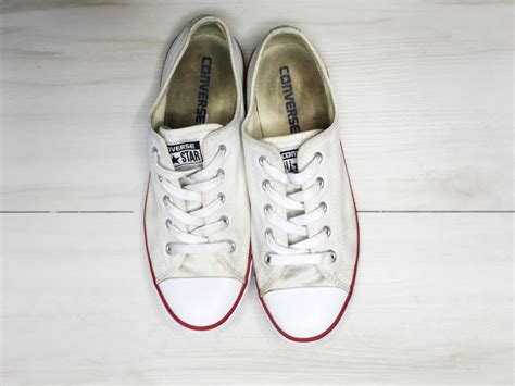 how to clean white sneakers easy step by step tutorial