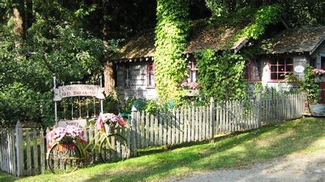 In A Country Cottage Summary by Country Cottage Bed Breakfast Gibsons Coast