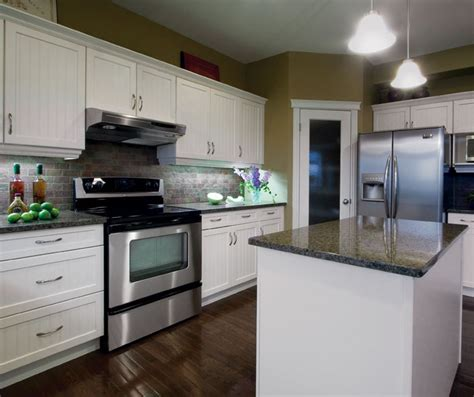 White Beadboard Kitchen Cabinets by White Kitchen Cabinets With Beadboard Doors Kitchen Craft