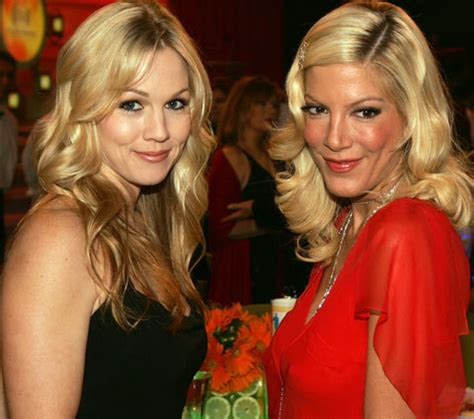 tori spelling and jennie garth beverly hills 90210 co stars to reunite on abc family s