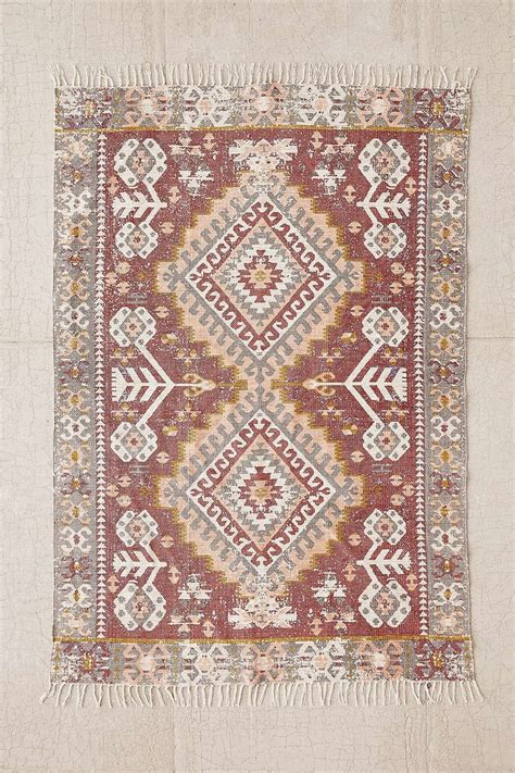 urbanoutfitters rugs hana kilim printed rug outfitters awesome stuff and awesome