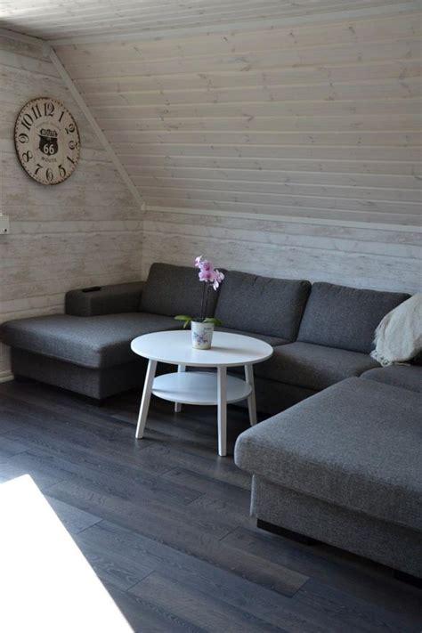 Incroyable Salle De Bain Feminine #3: lambris-mural-bois-blanc-salon-combles.jpg