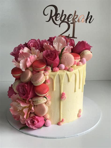 fresh  fantasy flowers  macaroons   drip cake rose gold topper ajandek ekkor