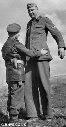 How giant German soldier Jakob Nacken - arrested by a tiny