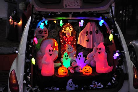 halloween trunk themes trunk or treat 15 halloween car decoration ideas carfax