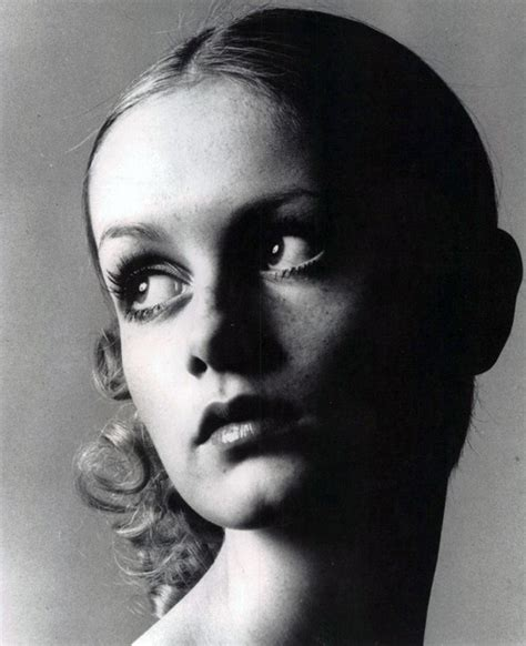twiggy black and white vintage black and white twiggy model fashion