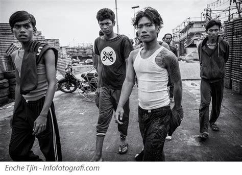 Kaos Slank Singlet Rnroll memotret orang yang tidak dikenal saat travel atau photography