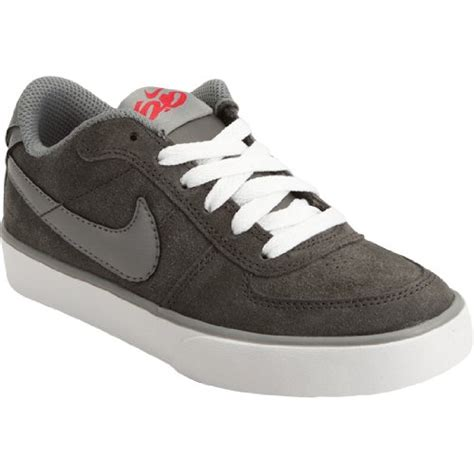 what shoes are trendy for teenage boys latest trends in footwear for boys beautiful nike shoes