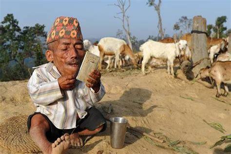 imagenes insolitas del mundo the world s shortest man dies a photo tribute to nepal s