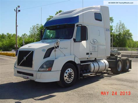 volvo semi volvo semi truck sleeper interiors pictures to pin on