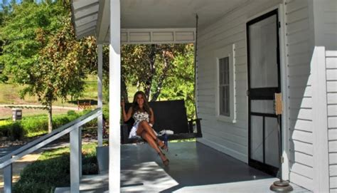 porch swing in tupelo porch swing