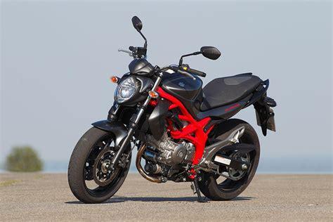48 Ps Motorrad Suzuki by Suzuki Gladius Und Ducati Monster 696 Vergleichstest