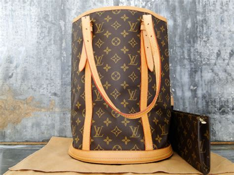 louis vuitton monogram canvas large bucket bag pouch