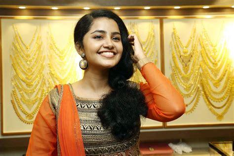 june movie heroine photos actress anupama parameswaran a aa heroine photos images