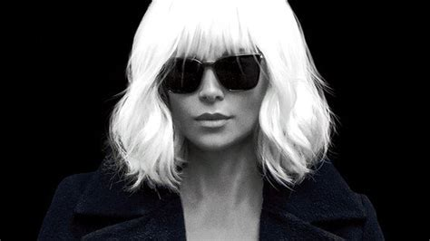 film online atomic blonde atomic blonde s trailer shows charlize theron going full