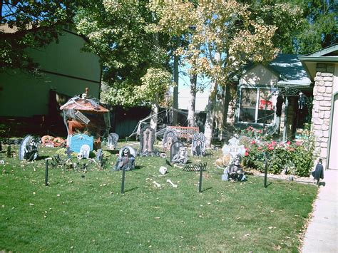 halloween yard displays