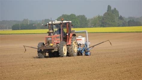si鑒e de tracteur agricole installation d un autoguidage rtk sur un vieux tracteur