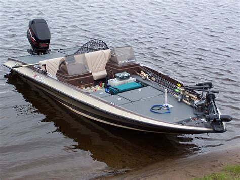 boat bed liner muskiefirst spray in bed liner in my boat 187 muskie boats