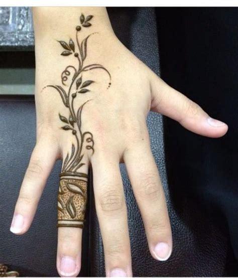 نقش حناء على شكل خاتم لعام 2014 من صالون رشنا للحنا henna