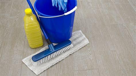 lavare i pavimenti pulizia cotto e altri pavimenti con rimedi naturali