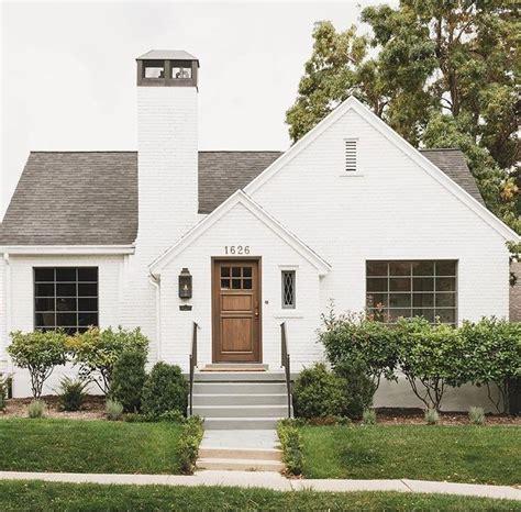 25 best ideas about cottage exterior on cottage exterior colors cabin exterior