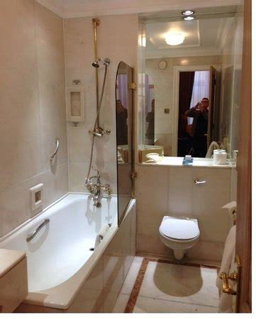 thistle bathrooms foyer picture of thistle hyde park london tripadvisor