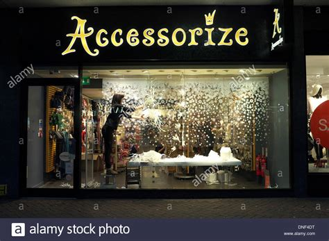 christmas decoration ideas for shop windows