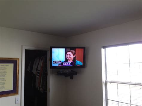 Corner Wall Tv Shelf by Lcd Tv Wall Mount Installation In The Corner With Space