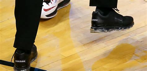 nike basketball referee shoes nba referees a harder time buying sneakers than you