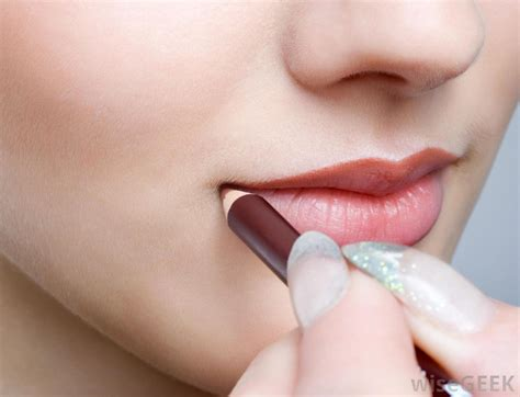 Lip Liner what is a matte lip pencil with pictures