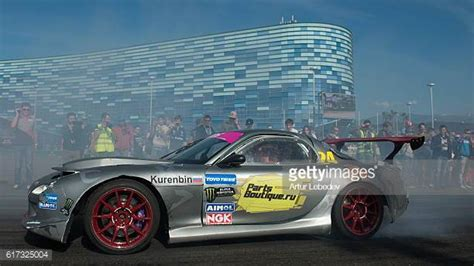 drifting cars simplified mazda rx 7 photos et images de collection getty images