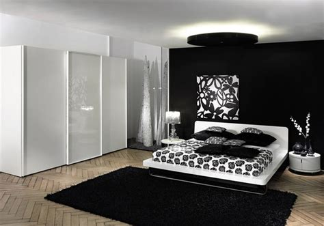 Black And White Themed Bedroom | chic black and white bedrooms decor and design ideas