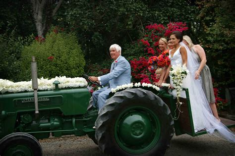 braut traktor weddings