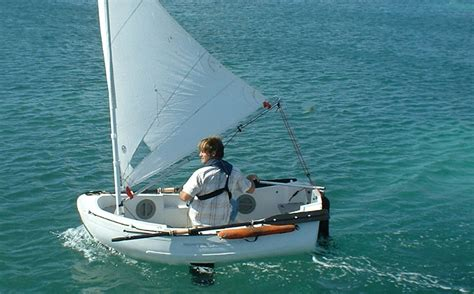 pictures of small sailing boats sailing dinghy www pixshark images galleries with