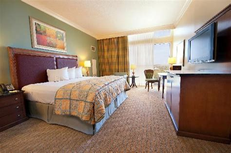 rooms to go gulfport standard king hotel room picture of island view casino resort gulfport tripadvisor