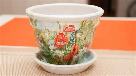 decoupage vasi come rinnovare i vasi di terracotta con il decoupage 7