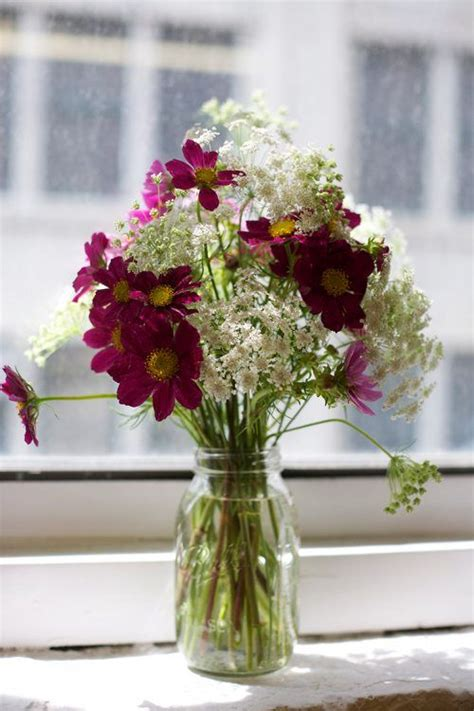 flower design queens centerpieces queen anne s lace and cosmos in a mason jar
