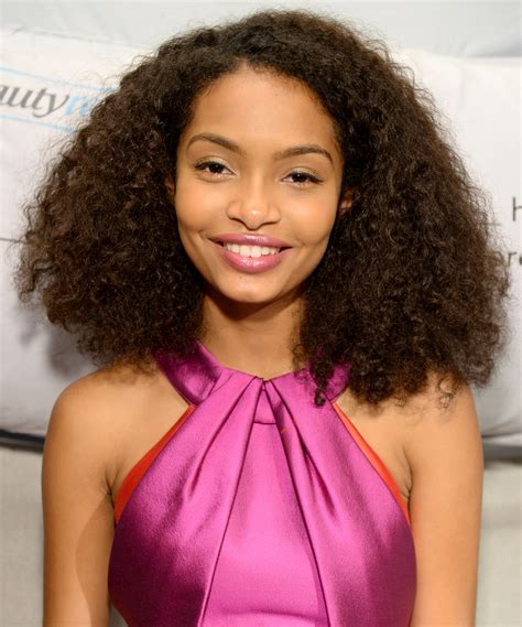 what nationalitiesare known for wiry hair yara shahidi spots her own photos in new york city twist